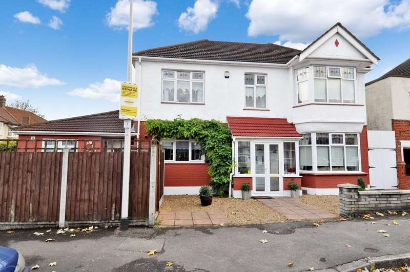 5 Bedrooms Detached House for sale in Reydon Avenue, Wanstead
