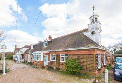 2 Bedrooms House for sale in Ashendene, White Stubbs Lane, Bayford, Hertfordshire