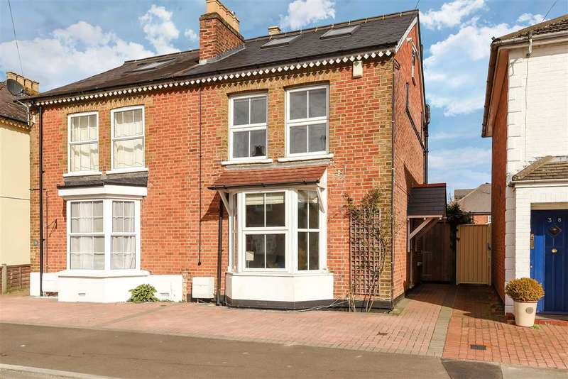 3 Bedrooms Semi Detached House for sale in Queens Road, Egham