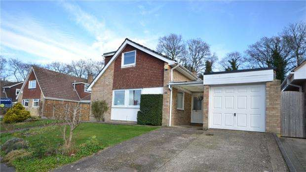 5 Bedrooms Detached House for sale in The Lakeside, Blackwater, Camberley