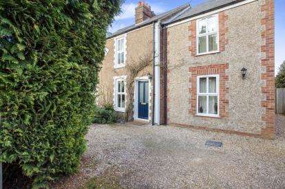 4 Bedrooms Semi Detached House for sale in Clenchwarton, King's Lynn, Norfolk