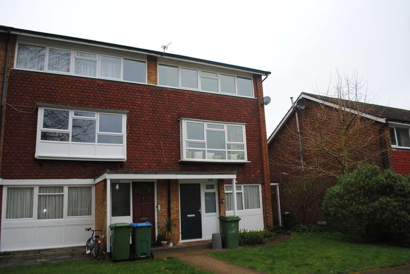 2 Bedrooms Maisonette Flat for sale in West Molesey