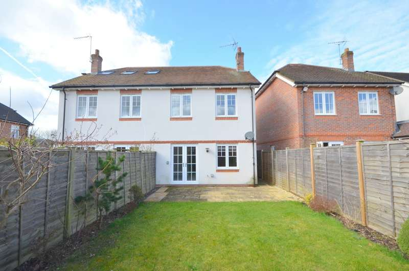 2 Bedrooms Semi Detached House for sale in Busbridge