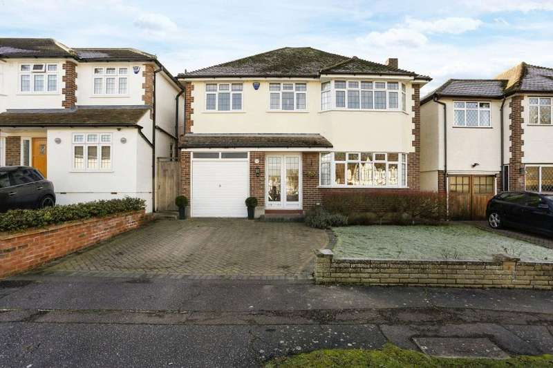 5 Bedrooms Detached House for sale in Harewood Hill, Theydon Bois, Epping, Essex, CM16