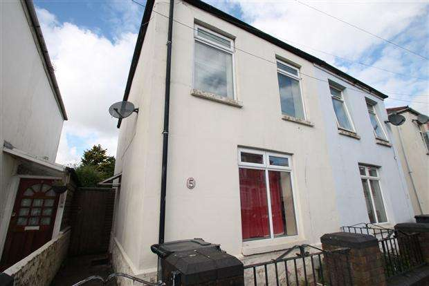 3 Bedrooms Semi Detached House for sale in Heath Street, Rivesride