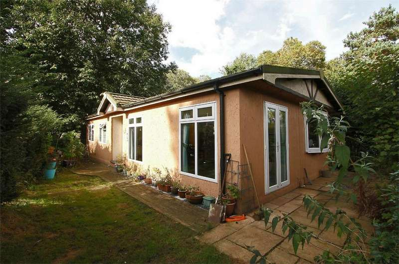 2 Bedrooms Park Home Mobile Home for sale in Merryhill Country Park, Honingham, Norfolk
