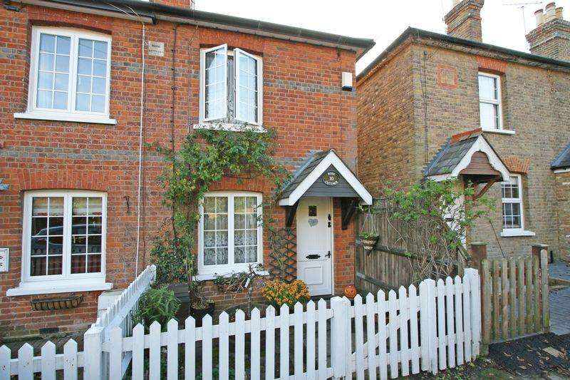 2 Bedrooms Cottage House for sale in Spring Lane, Farnham Royal, Buckinghamshire, SL2