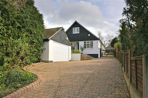 4 Bedrooms Detached House for sale in Mount Drive, Park Street, St. Albans, Hertfordshire