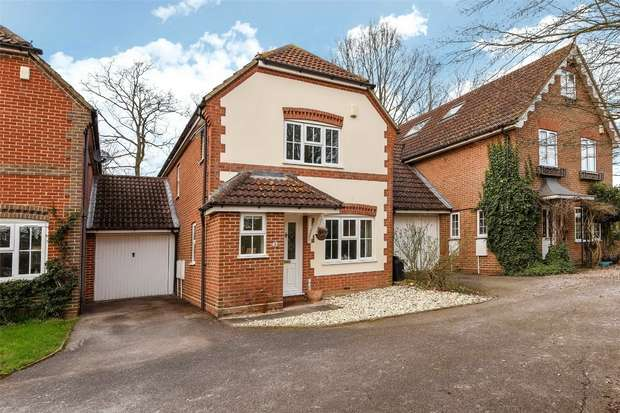 3 Bedrooms Link Detached House for sale in Buttercup Close, WOKINGHAM, Berkshire