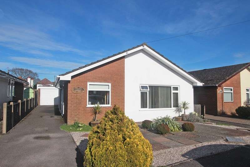 3 Bedrooms Detached Bungalow for sale in Endfield Close, Christchurch