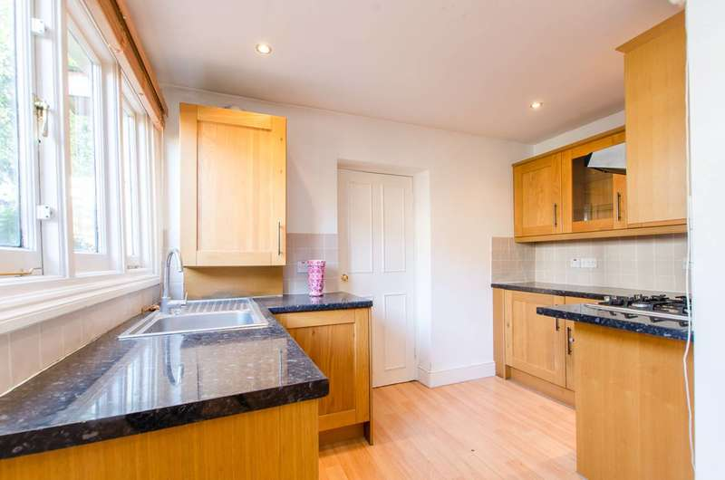2 Bedrooms Flat for sale in Brixton Hill, Brixton Hill, SW2