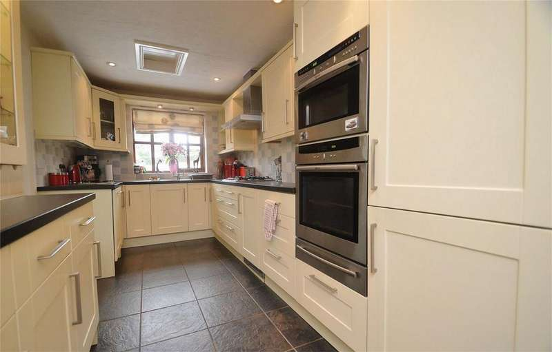 3 Bedrooms Detached House for sale in Heath Close, Cleobury Mortimer, Kidderminster, Shropshire
