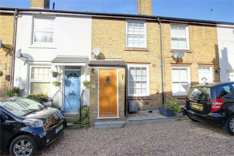 2 Bedrooms Cottage House for sale in Longfield Cottages, Loughton, Essex