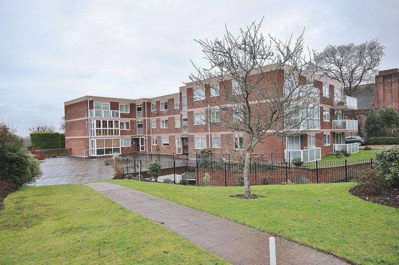 2 Bedrooms Flat for sale in Southbourne Road, Southbourne, Bournemouth