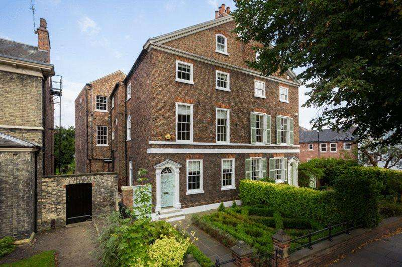 6 Bedrooms Town House for sale in 16 Clifton, York YO30 6AE