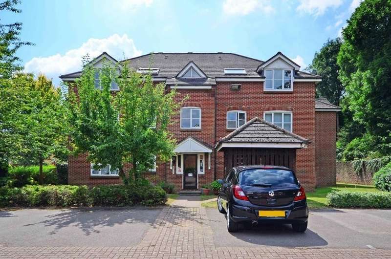 2 Bedrooms Flat for sale in Bankside Close, Isleworth