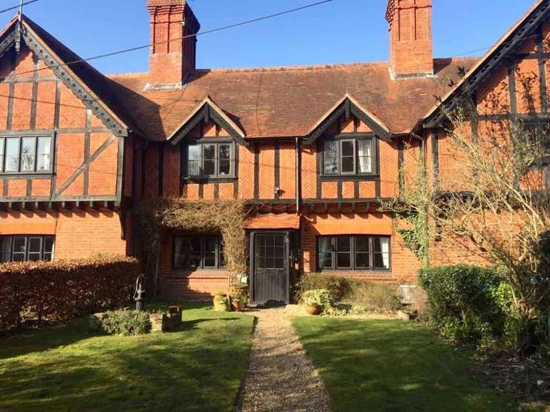 3 Bedrooms Cottage House for sale in Charles Kingsley Cottages, Longwater Lane, Eversley, Hook, Hampshire, RG27 0NN