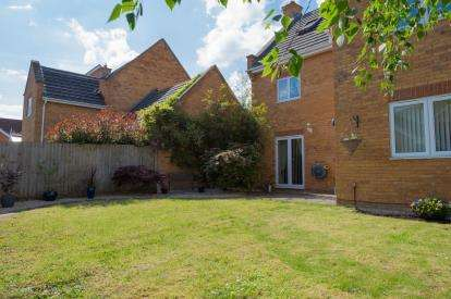 5 Bedrooms Detached House for sale in Moat Farm Close, Marston Moretaine, Bedford, Bedfordshire