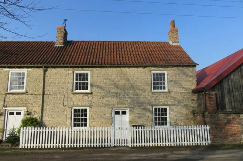 2 Bedrooms Cottage House for sale in 11 Town Street, Settrington, YO17 8NR