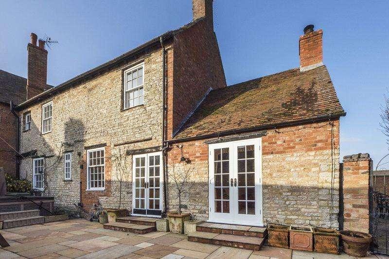 2 Bedrooms Semi Detached House for sale in Ettington, Warwickshire