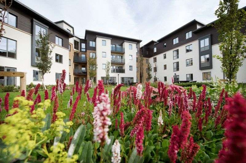 1 Bedroom Flat for sale in Jenner Court: STUNNING VIEWS TO GARDENS- TAILORED CARE PACKAGES AVAILABLE **