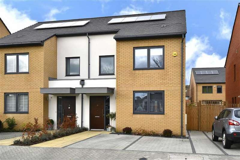 3 Bedrooms Semi Detached House for sale in Wensum Place, Hayes, Kent