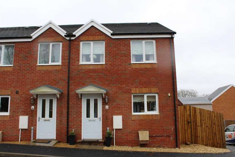 3 Bedrooms Semi Detached House for sale in Clos Coed Derw, Penygroes
