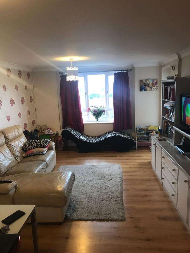 2 Bedrooms Flat for sale in Glebelands Close, North Finchley