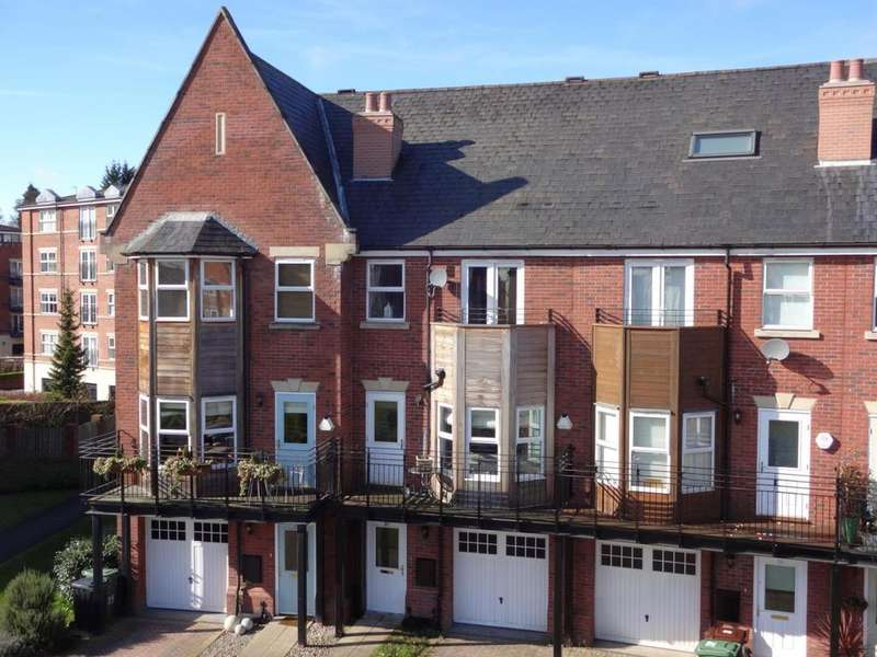 4 Bedrooms Town House for sale in Huntington Crescent, Headingley