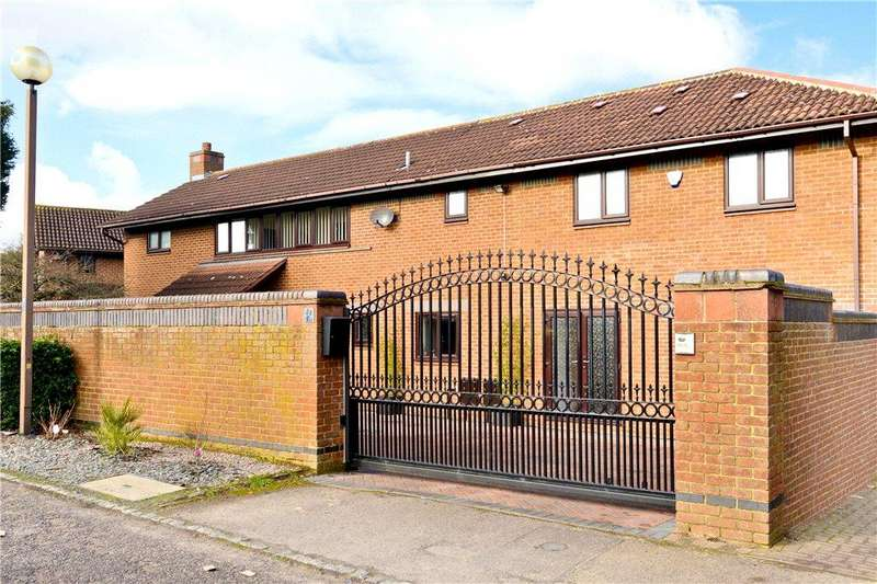 5 Bedrooms Detached House for sale in Odell Close, Woughton On The Green, Milton Keynes, Buckinghamshire