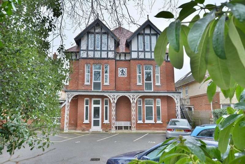 2 Bedrooms Apartment Flat for sale in Florence Road, Bournemouth