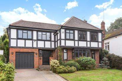 5 Bedrooms Detached House for sale in Wimborne Avenue, Chislehurst