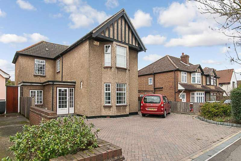 4 Bedrooms Detached House for sale in Western Avenue, Brentwood