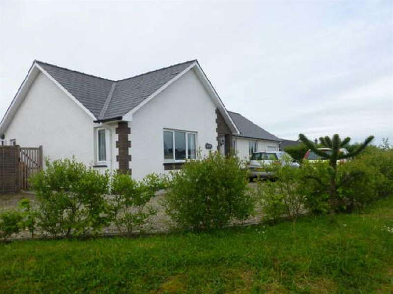 3 Bedrooms Bungalow for sale in Brynhyfryd, Llanon, Ceredigion