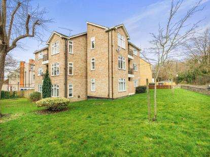 1 Bedroom Flat for sale in Wood Lane, Woodford Green, Essex