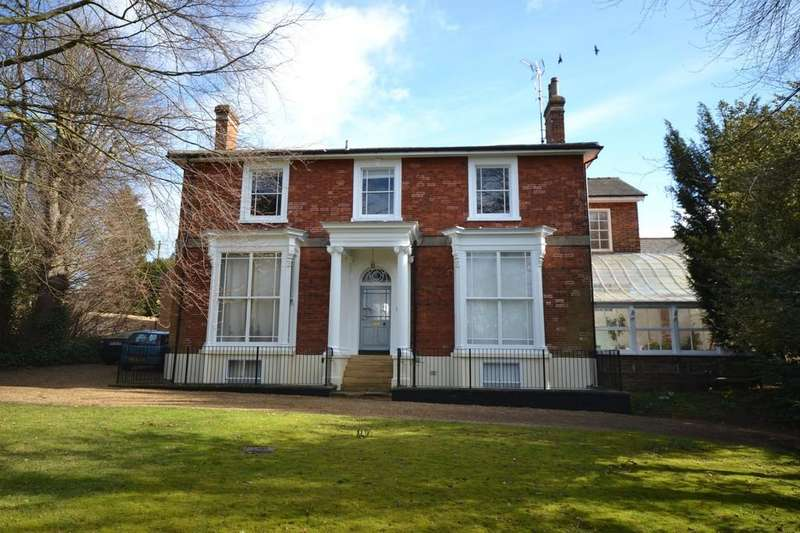 2 Bedrooms Apartment Flat for sale in 4 Eastacre, Chaters Hill, Saffron Walden, Essex, CB10 2AB