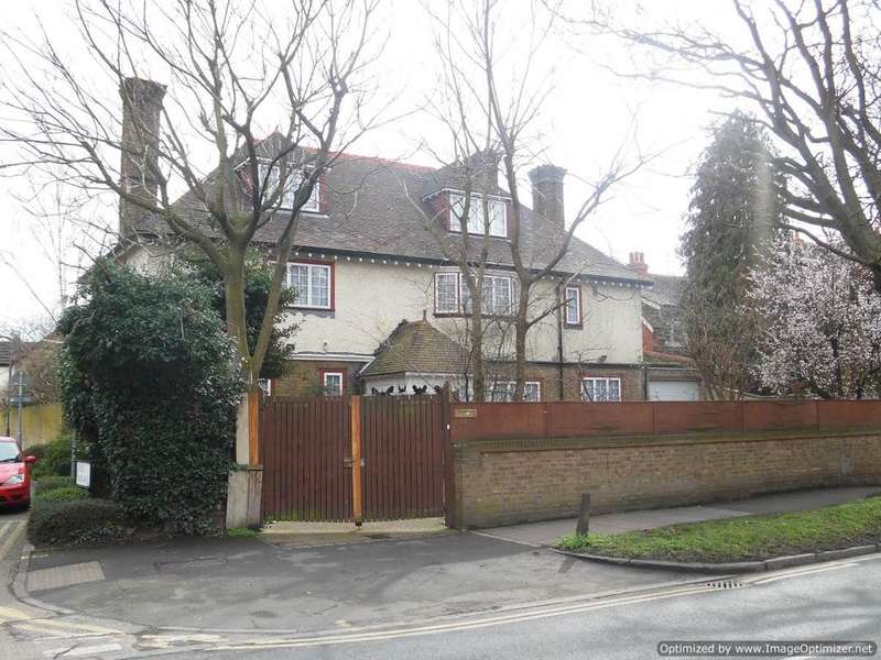 5 Bedrooms Detached House for sale in London Road, Mitcham CR4