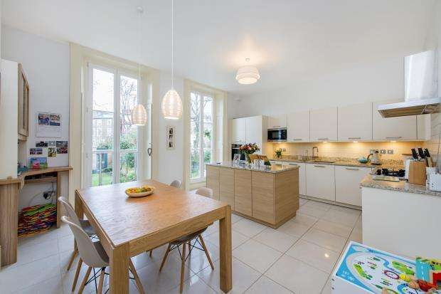 3 Bedrooms Flat for sale in Regents Park Road, Primrose Hill, London, NW1