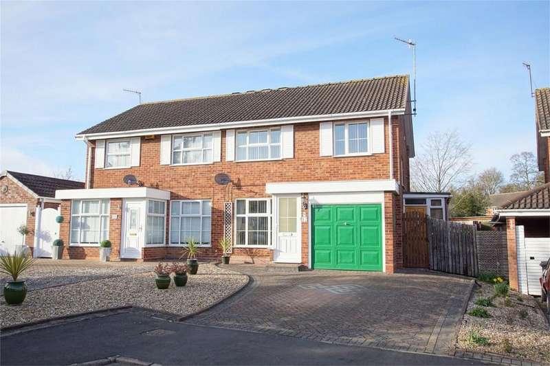 3 Bedrooms Semi Detached House for sale in Warmington Grove, Warwick