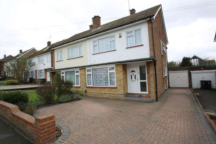 4 Bedrooms Semi Detached House for sale in BOWES DRIVE, ONGAR CM5