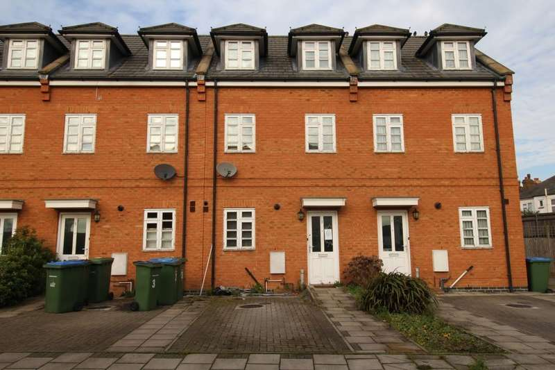 3 Bedrooms Property for sale in Starbuck Close, London, SE9