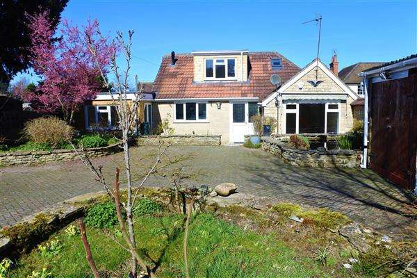 3 Bedrooms Detached Bungalow for sale in Woodlands, Church Hill, Marnhull
