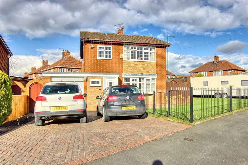 3 Bedrooms Detached House for sale in Cleveland Close, Ormesby