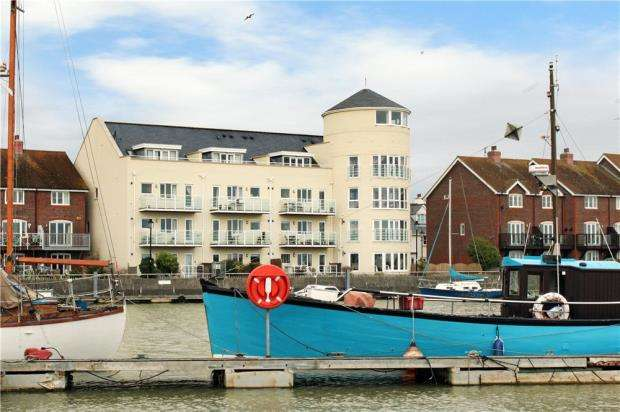 2 Bedrooms Apartment Flat for sale in Mariners Quay, Littlehampton, West Sussex, BN17