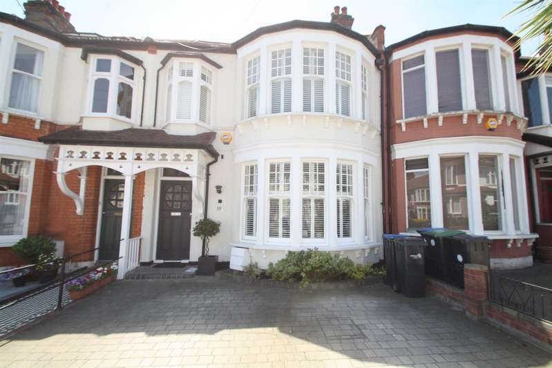 4 Bedrooms Property for sale in The Crest, Palmers Green, London N13