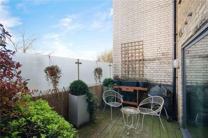 1 Bedroom Flat for sale in EastOne Apartments, 10 Lolesworth Close, Spitalfields, London, E1