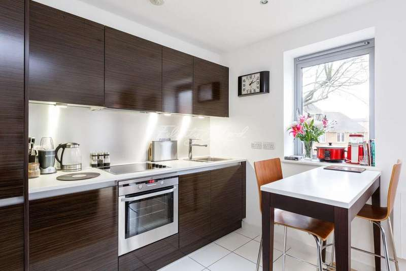 2 Bedrooms Flat for sale in Boston Building, Deals Gateway, London, SE13