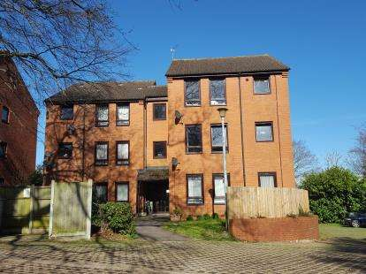 2 Bedrooms Flat for sale in Hythe, Southampton, Hampshire