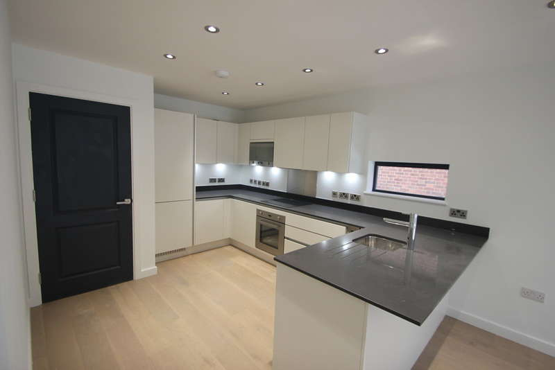 2 Bedrooms Flat for sale in South Bank, Surbiton