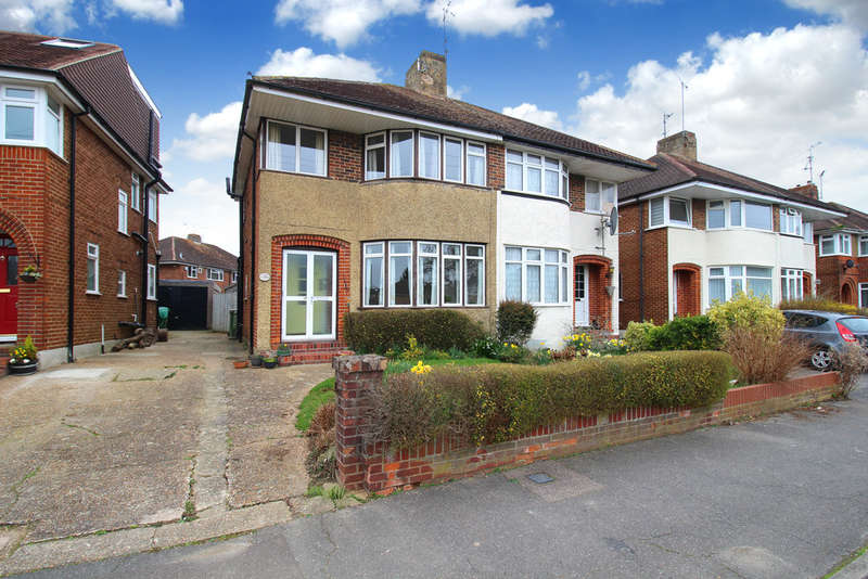 3 Bedrooms Semi Detached House for sale in Greenway, Horsham